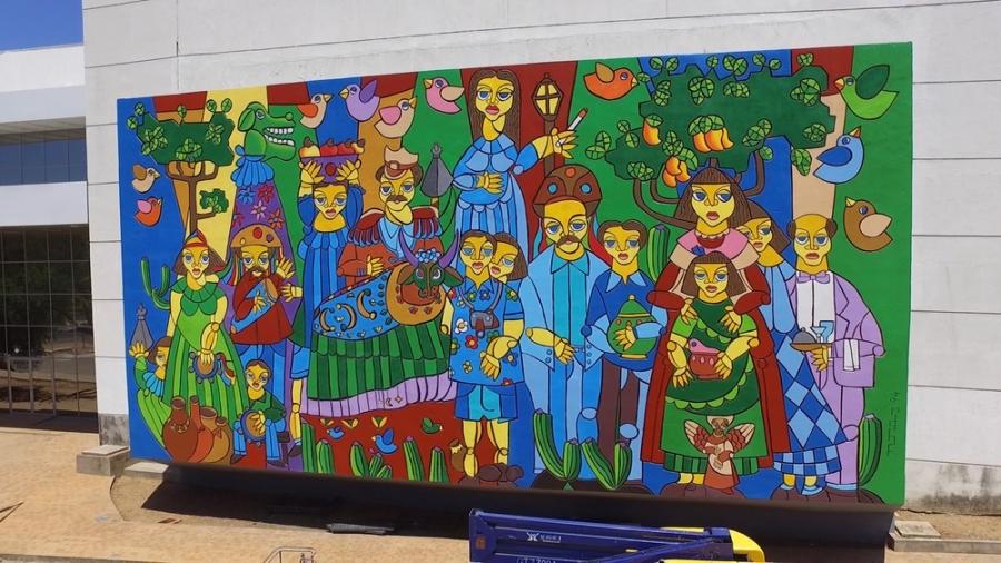 Restauração do painel do artista plástico Nonato Oliveira no Centro de Convenções é concluída