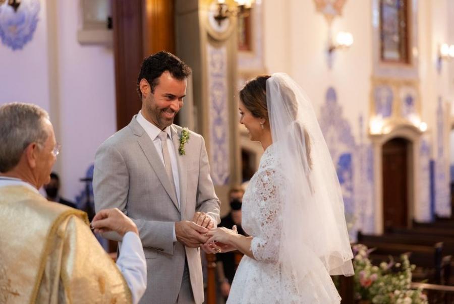 Carol Célico e Eduardo Scarpa oficializam união