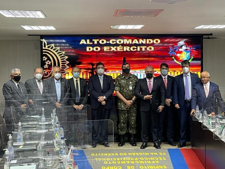 Reunião discute criação da Escola Militar do Exército