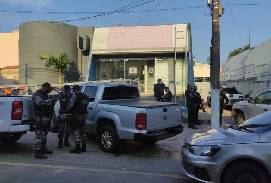 Operação prende foragidos da Justiça em Floriano e cidades vizinhas