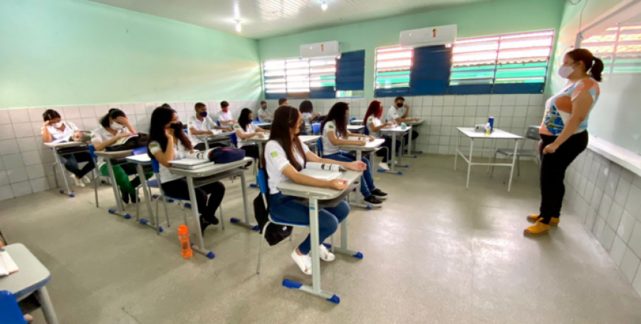 Turmas do 3° ano do Ensino Médio retornam às aulas 100% presenciais