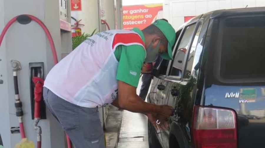 Procon fiscaliza reajuste ilegal no preço do combustível em postos de Teresina